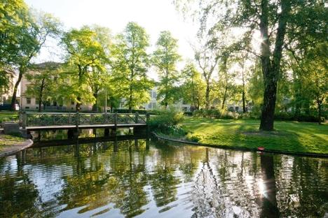 Slottsparken grønn vår_TJO-10-05-27 bredde.jpg