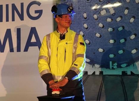 Solvik-Olsen startet TBM-maskin 1