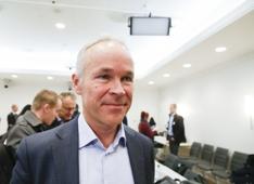 Kommunal- og moderniseringsminister Jan Tore Sanner (H) i møte vedr boligprisene.