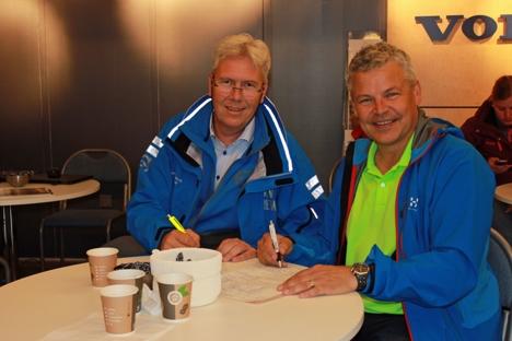 Distriktssjef Jon Ølstad i Volvo Maskin og daglig leder Frank Ole Sørensen i Hæhre & Isachsen Maskinutleie