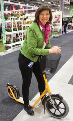 Hagemessen 2017_Marit Sagen på sparkesykkel