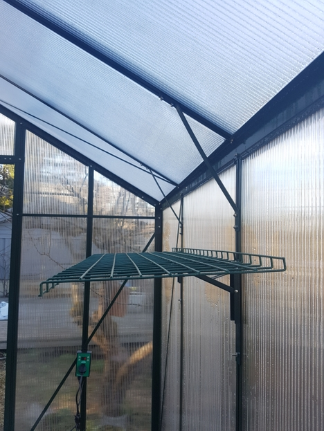Vegghengt og nedfellbar hylle