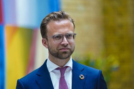 Finansminister Jan Tore Sanner legger fram Revidert Nasjonalbudsjett